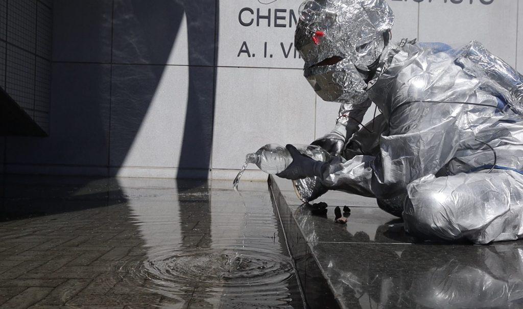 Virtuaalileirin Axu tutkii vettä